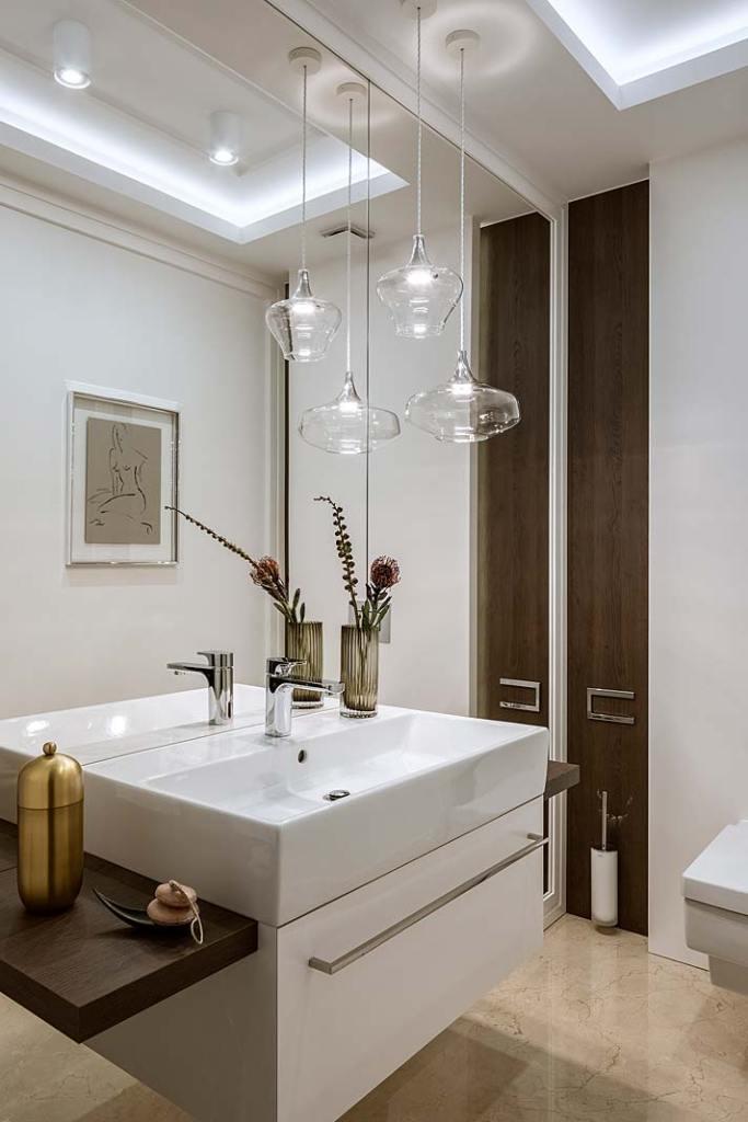 Oświetlenie toalety dla gości. Projekt HOLA Design