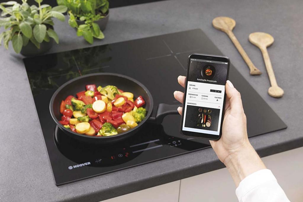 Męska kuchnia. Płyta indukcyjna Hoover H HOB 500 obsługiwana smartfonem