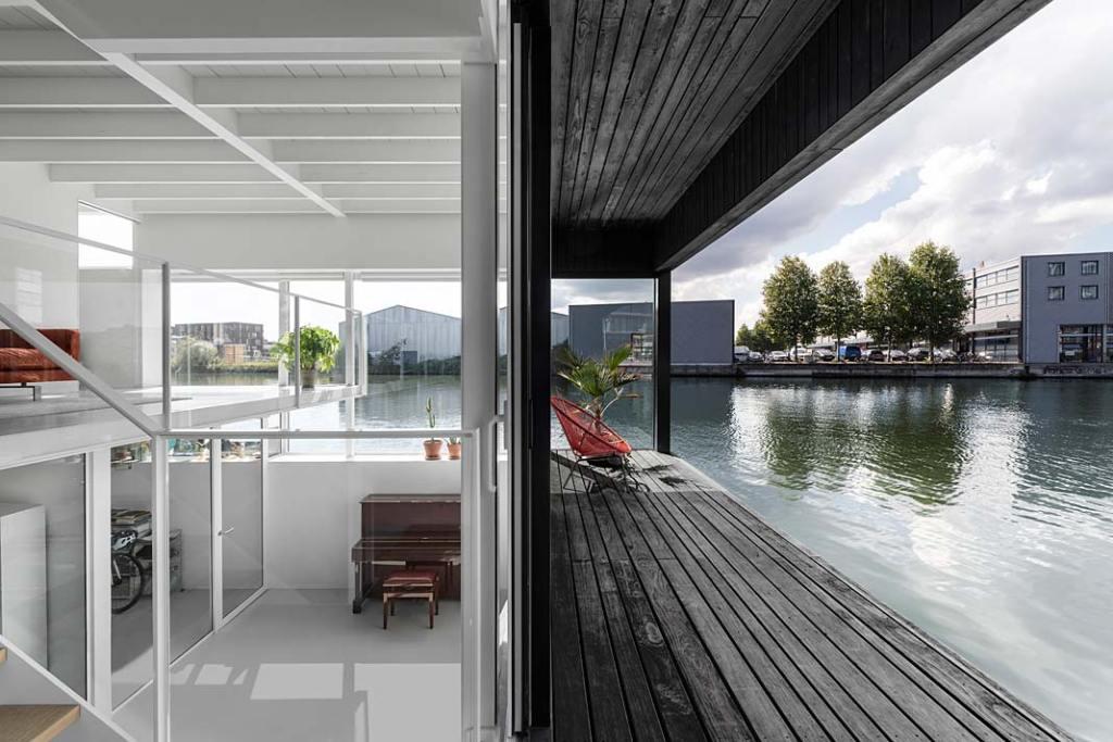 Pływający dom w Amsterdamie - taras. Projekt i29 interior architects