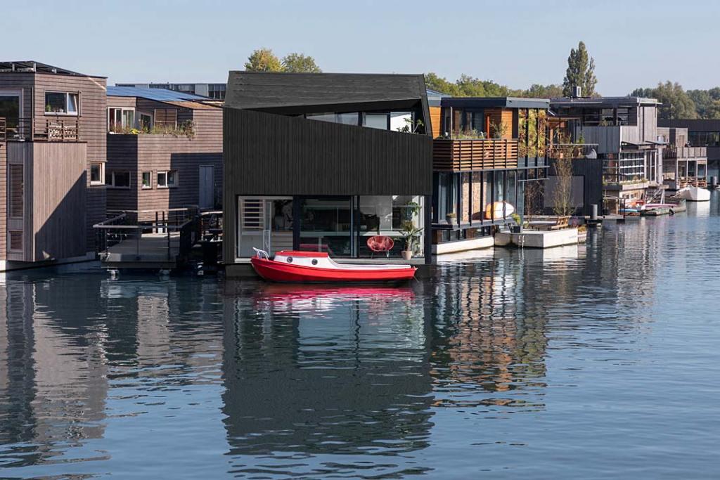Pływający dom w Amsterdamie. Projekt i29 interior architects