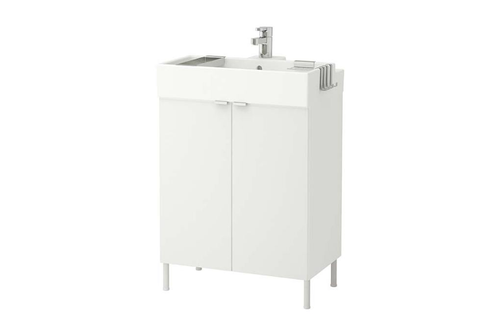 Remont łazienki tanim kosztem. Szafka z umywalką od IKEA