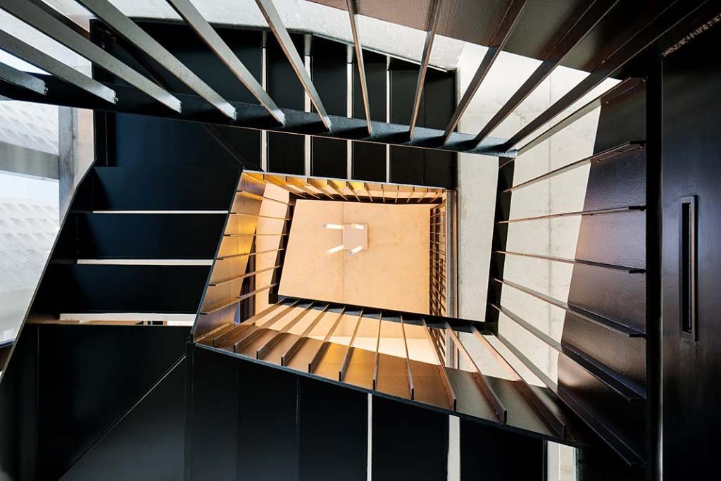 Klatka schodowa wewnętrzna. Projekt Saota. Fot Adam Letch