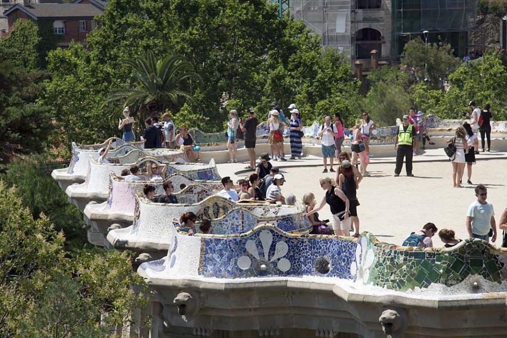 Serpentynowa ławka w Parku Guell