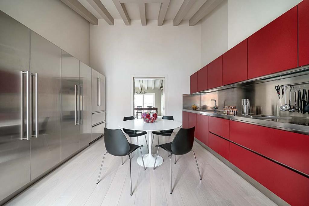 Stalowe blaty kuchenne w kuchni Vicenza marki Abimis