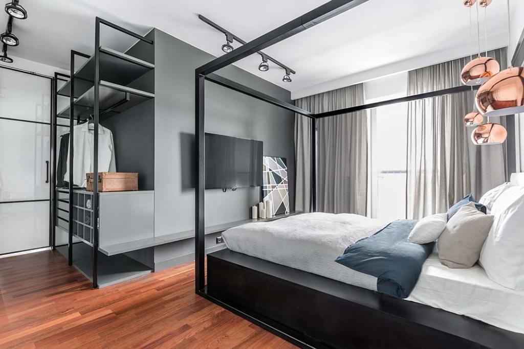 Sypialnia z garderobą. Projekt Decoroom