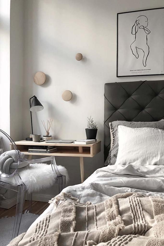Sypialnia z miejscem do pracy, aranżacja marki Bonami