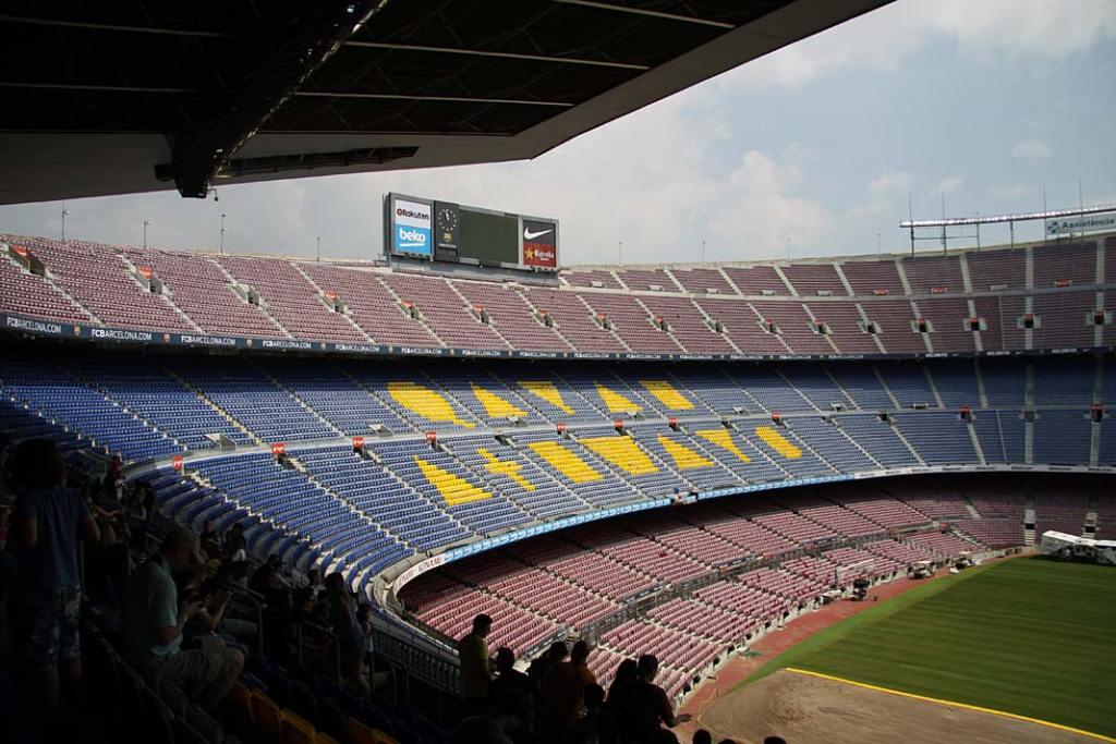 Atrakcje turystyczne Barcelony. Trybuny stadionu Camp Nou