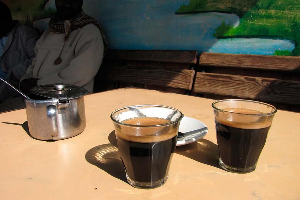 Kawa z Etiopii serwowana jest w niewielkich szklaneczkach