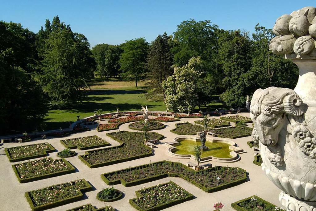 Układ ogrodu stanowi znakomity przykład stylu neorenesansowego