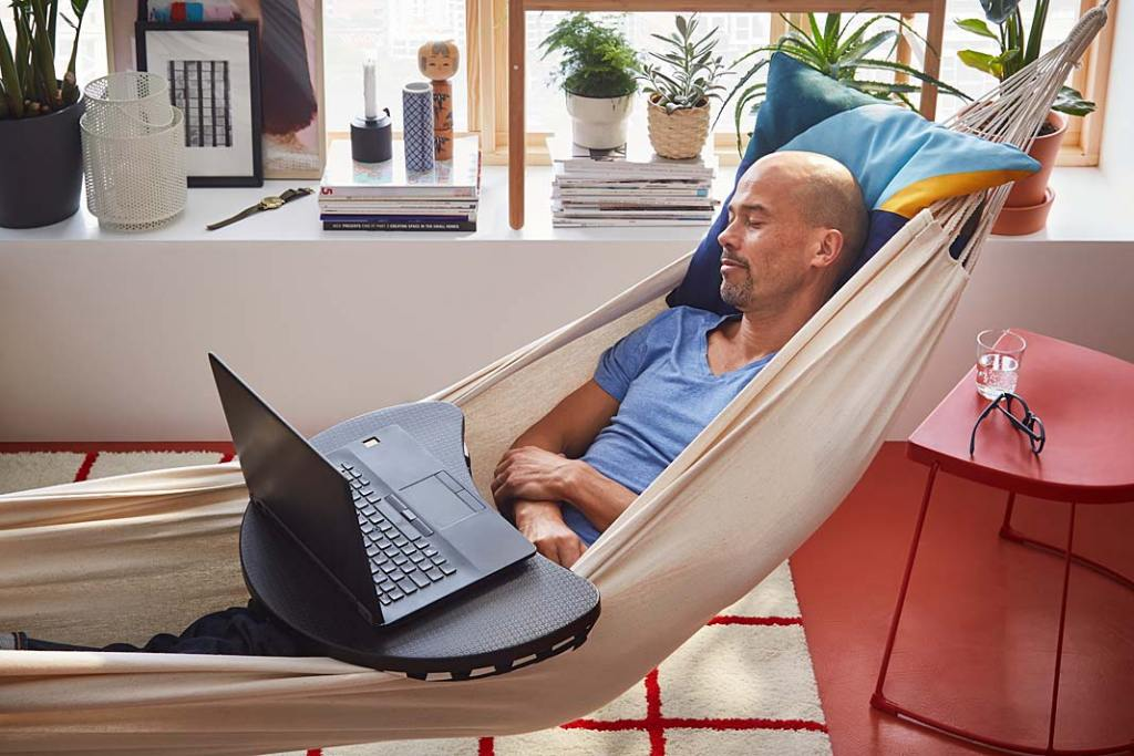 Urządzamy home office, podstawka pod laptop od IKEA