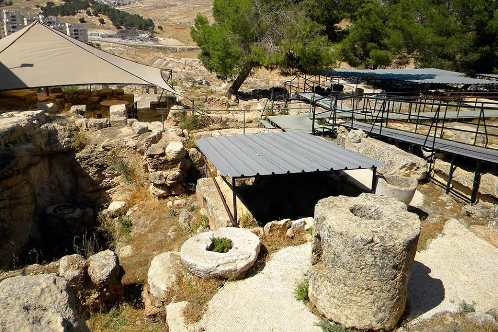 Wykopaliska w Bajt Sahur nieopodal Betlejem ukazujące pozostałości osad rolniczych datowanych naczasy Chrystusa znajdujące się wokolicy kaplicy katolickiej