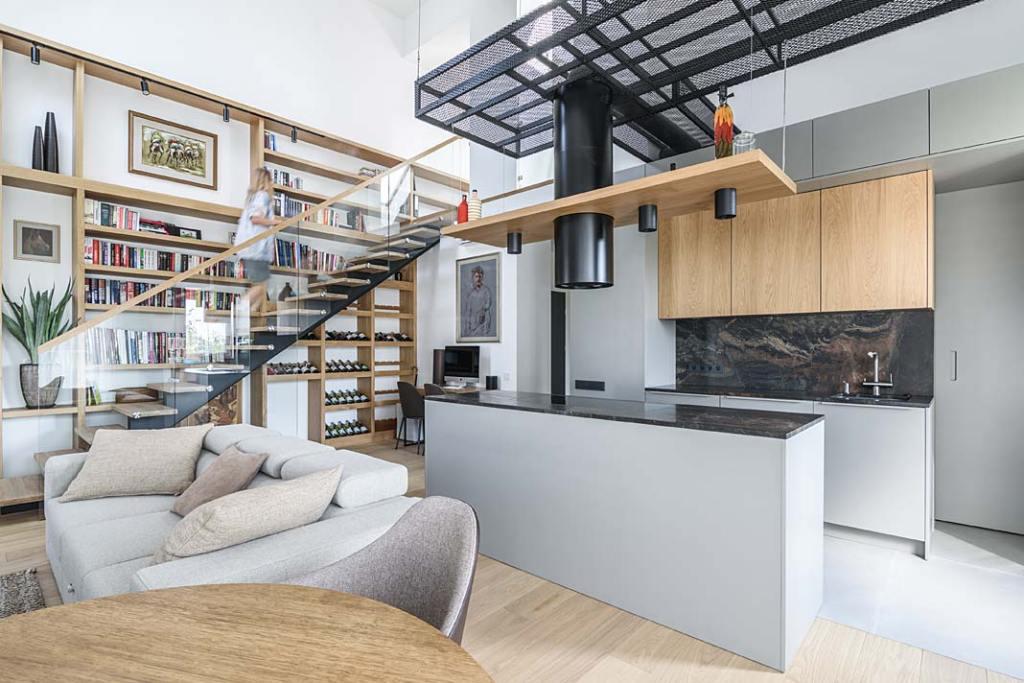 Mieszkanie z antresolą w salonie. Projekt Plan 9 Studio Architektury