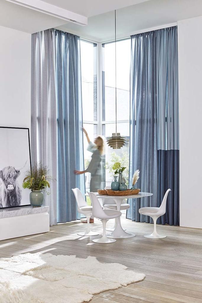 Dekoracja okien. Aranżacja okna z zasłonami z tkaniny Sunbrella Fabrics