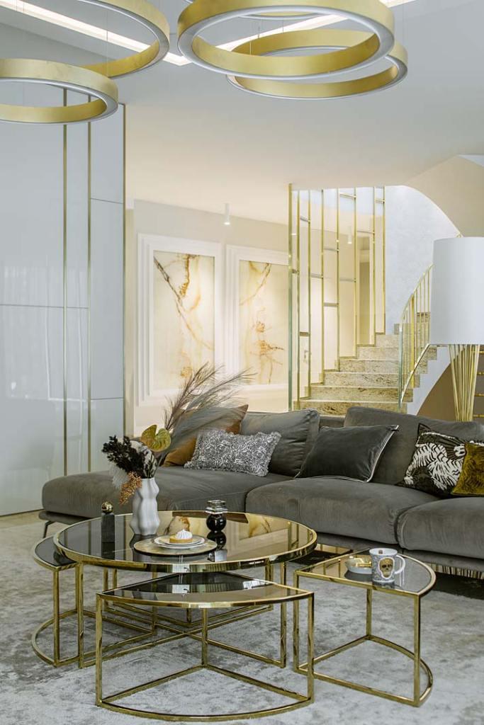 Eleganckie, nowoczesne wnętrze z elementami glamour. Projekt Hola Design