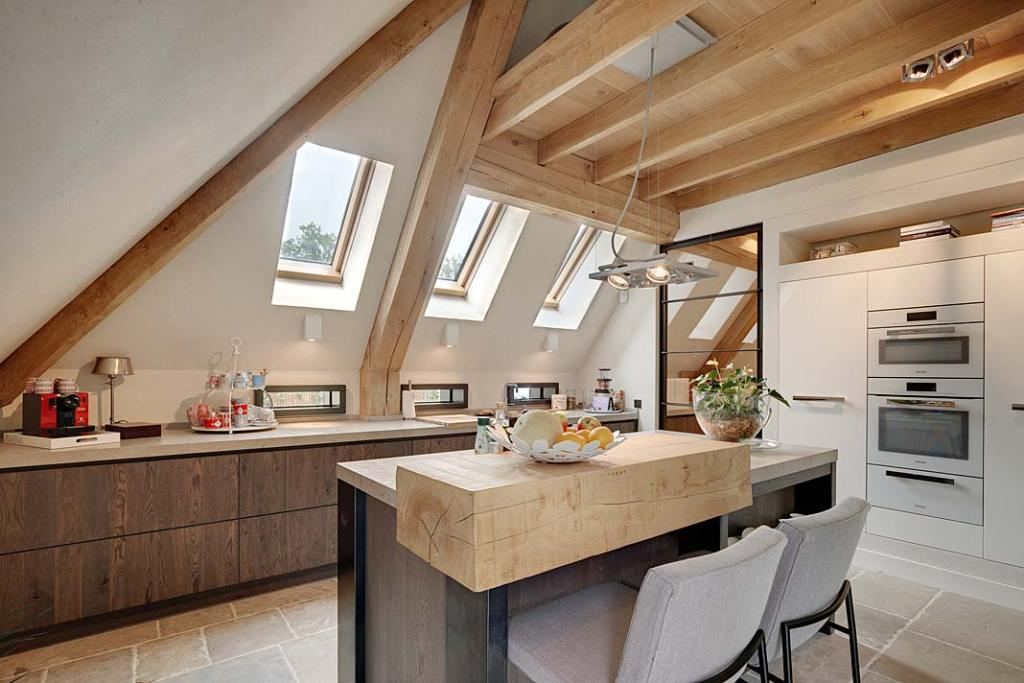 Poddasze użytkowe - kuchnia z oknami połaciowymi FTT U8 Thermo marki Fakro