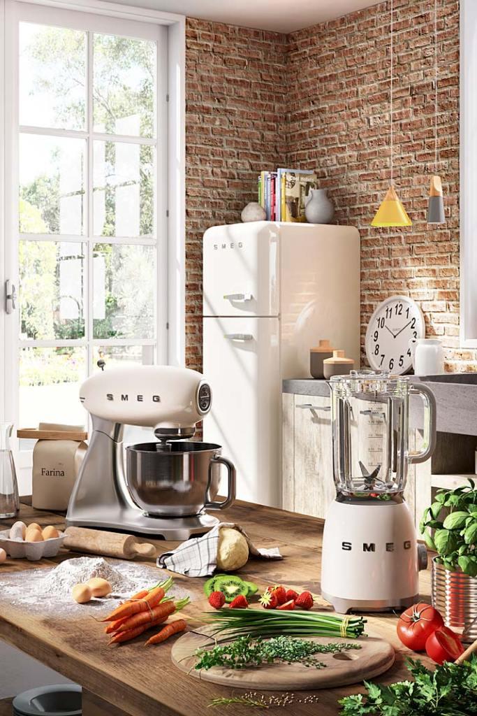 Narożnik kuchenny możemy zagospodarować stawiając w nim lodówkę. Na zdjęciu aranżacja z urządzeniami AGD marki Smeg