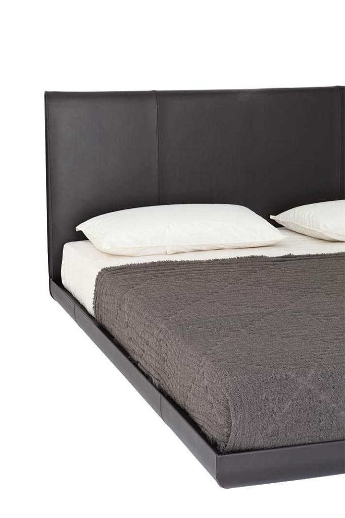 Łóżko Sadoru marki Porro ze skórzanym obiciem