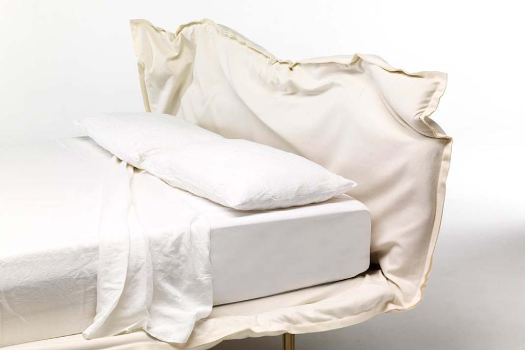 Łóżko do sypialni, model Big Hug włoskiej marki Mogg