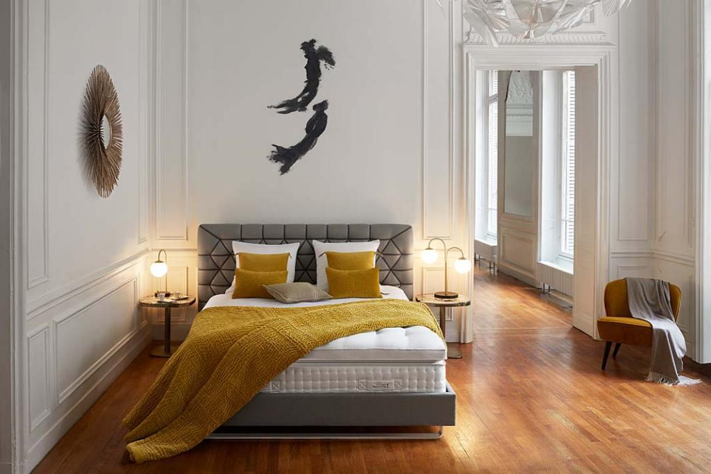 Łóżko do sypialni, model Eloge z kolekcji Couture marki Treca