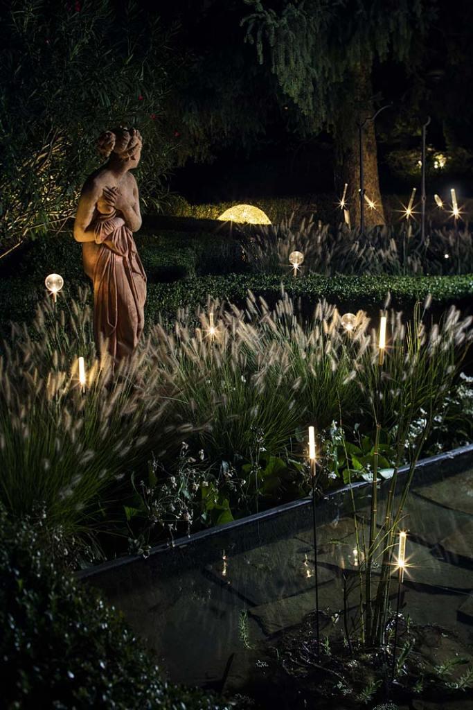 Nastrojowe oświetlenie ogrodu. Lampy Catellani&Smith