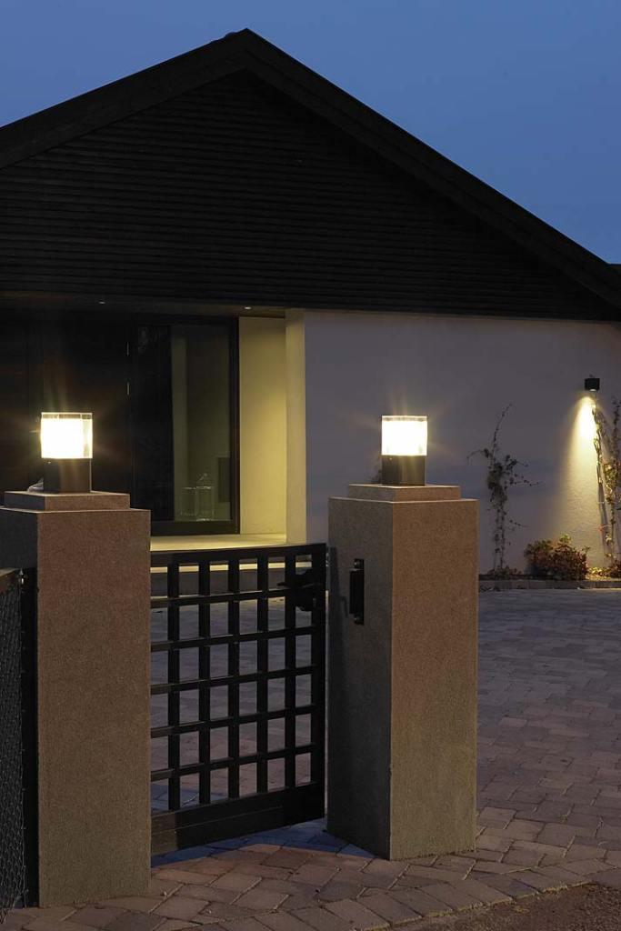 Oświetlenie posesji. Słupkowa lampa Arendal firmy Norlys