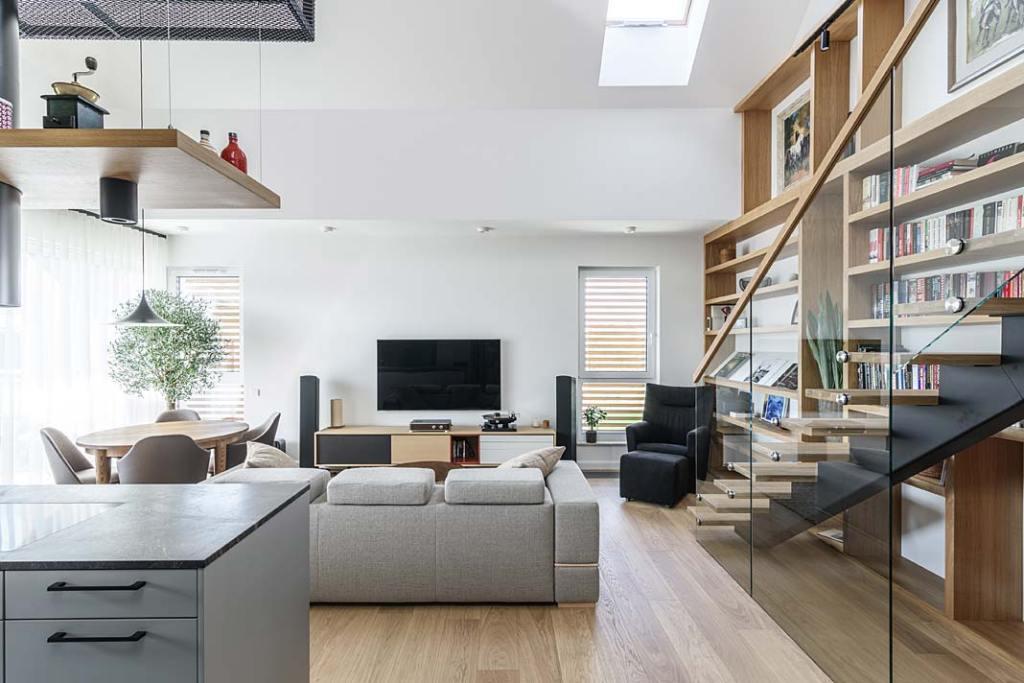 Mieszkanie z antresolą. Otwarta przestrzeń dzienna w stylu hygge. Projekt Plan 9 Studio Architektury