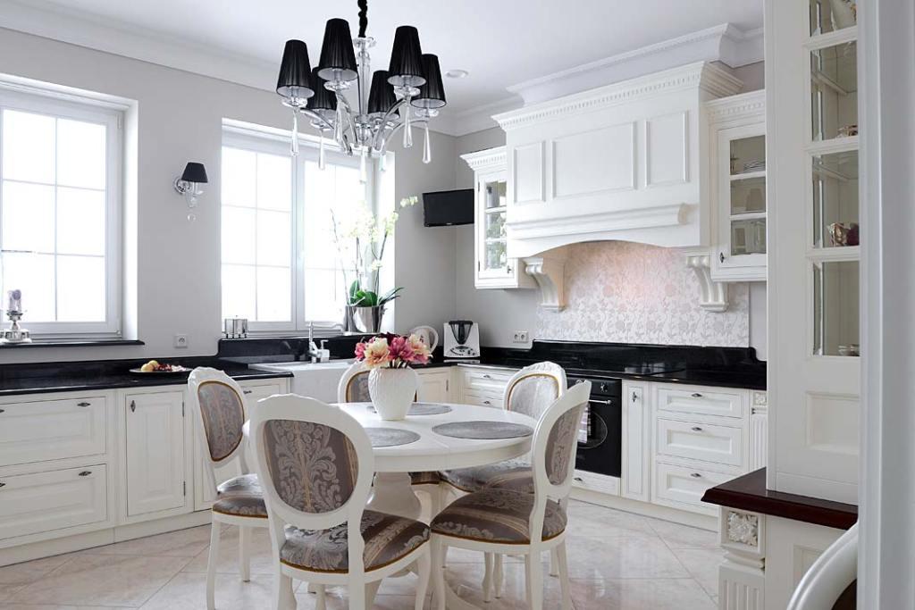 Personalizowane meble kuchenne wklasycznym stylu wykonane przez firmę Akan