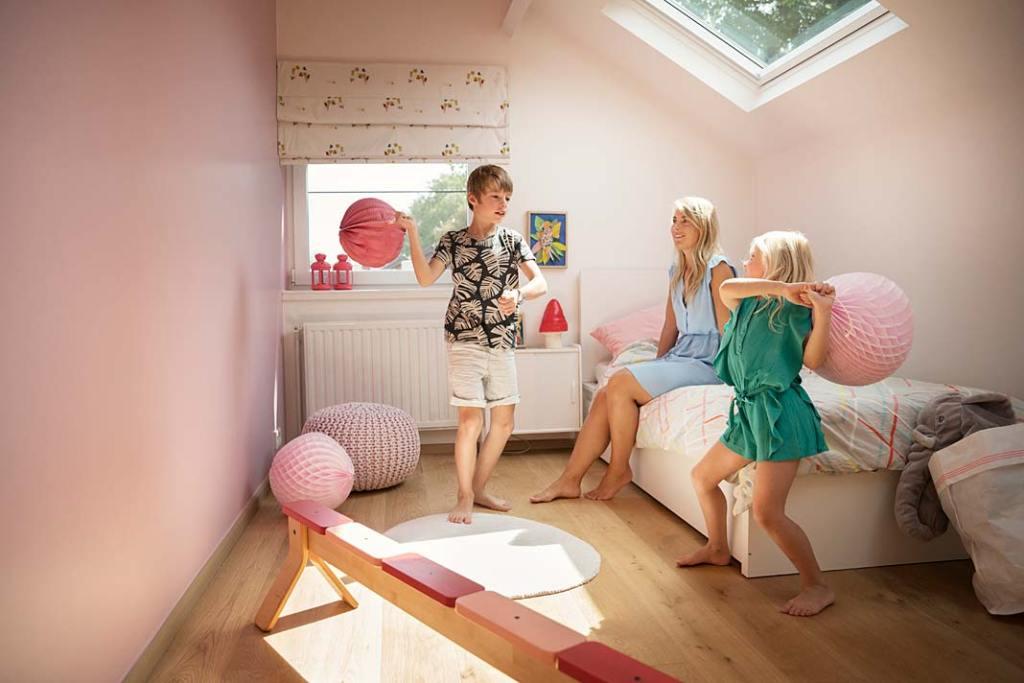 Poddasze użytkowe - pokój dziecięcy. Aranżacja z oknami dachowymi Velux