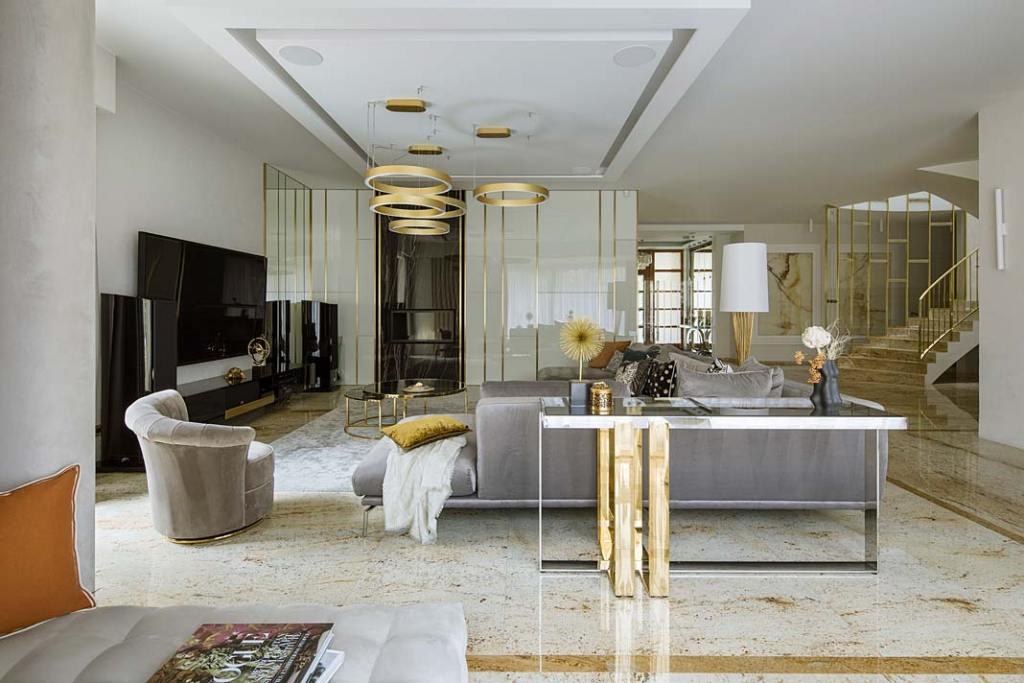 Posadzka z indyjskiego granitu Madura Gold była dla pracowni Hola Design punktem wyjścia do projektu wnętrz