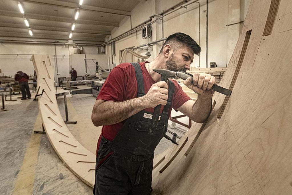 Praca w zakładzie produkcyjnym firmy Schody Trąbczyński