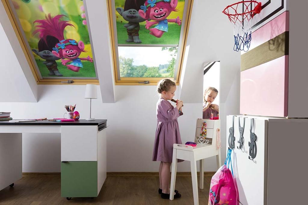 Dekoracja okien. Rolety zaciemniające ARF Fakro do pokoju dziecięcego