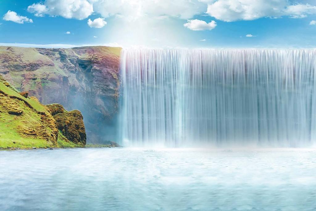 Świeże zdrowe powietrze nad wodospadem