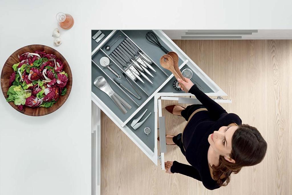 Narożnik kuchenny z szufladą Space Corner marki Blum z organizatorem Orga-Line
