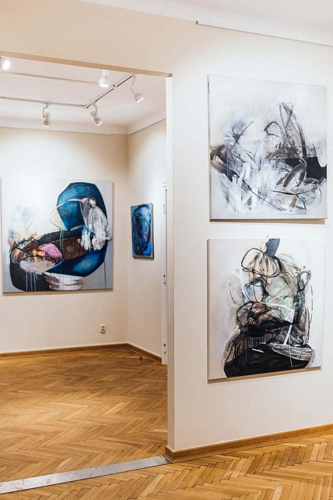 """Dlaczego ludzie kupują sztukę? Wystawa malarstwa Agaty Czeremuszkin‑Chrut zcyklu """"Otoczaki"""" w Galerii Xanadu"""