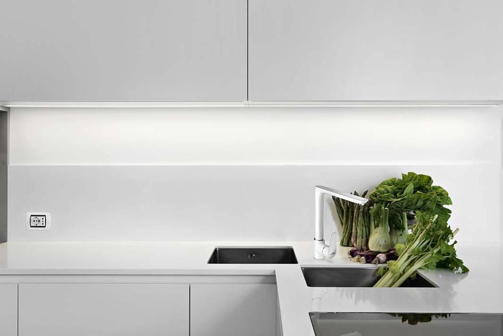 Zlewozmywak w kuchennym narożniku, model Dokos marki Invena