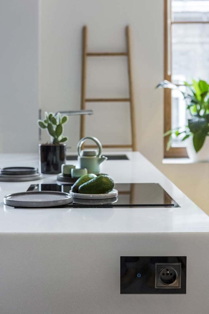 Gniazdka elektryczne w kuchni, gniazdko z łącznikiem dotykowym Simon 54 Touch