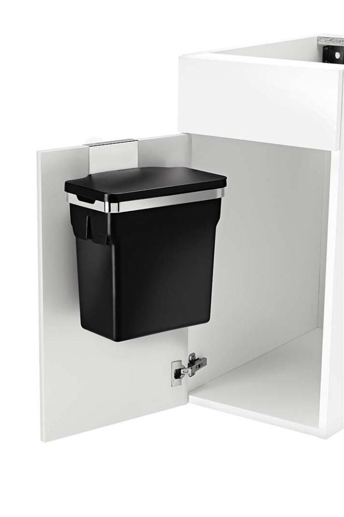 Jednokomorowy kosz na śmieci marki Simplehuman można zawiesić nadrzwiczkach szafki