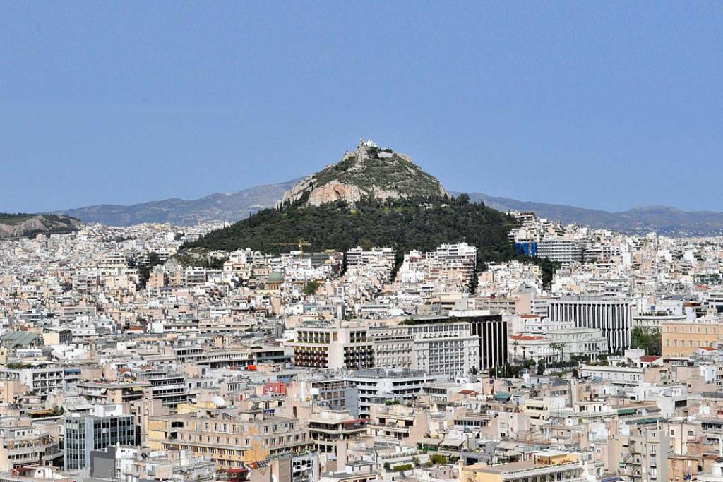 Ateny położone są u stóp kilku wzgórz