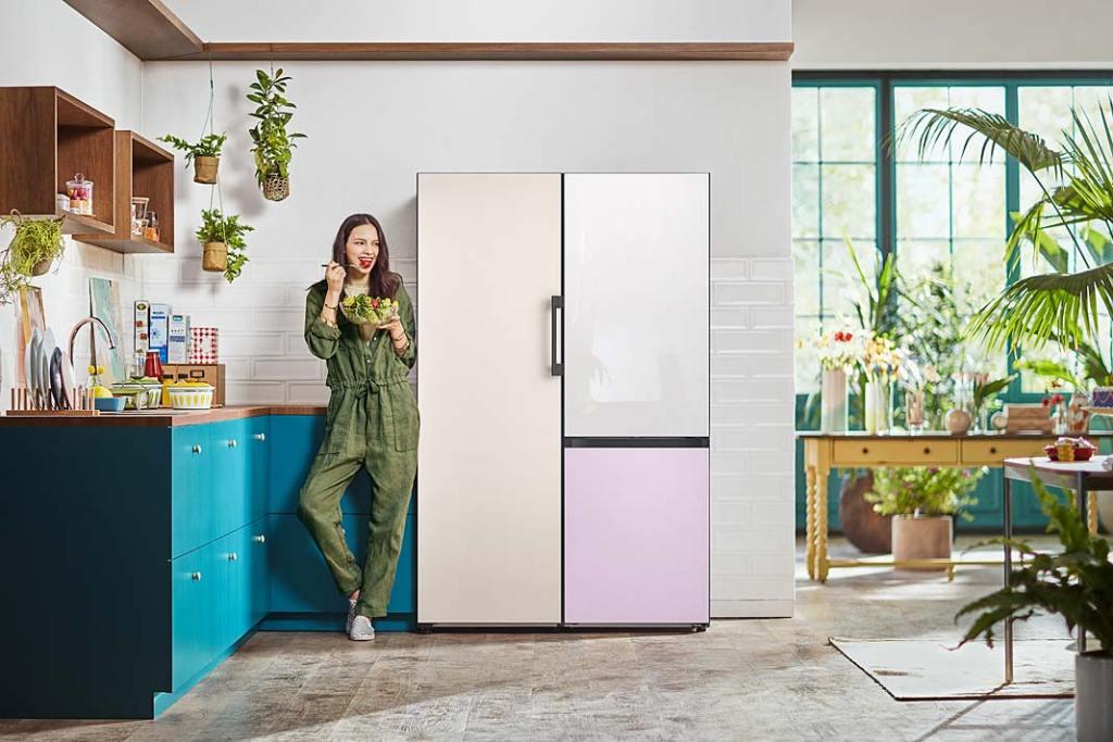 Kolorowa kuchnia, lodówka Samsung BESPOKE z możliwością wyboru koloru panelu