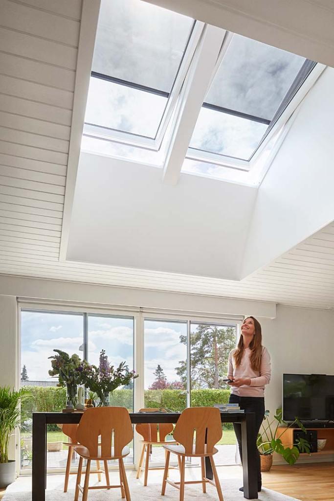 Okna do domu, wielkoformatowe okna dachowe z markizami elektrycznymi VMZ ZIP od Fakro