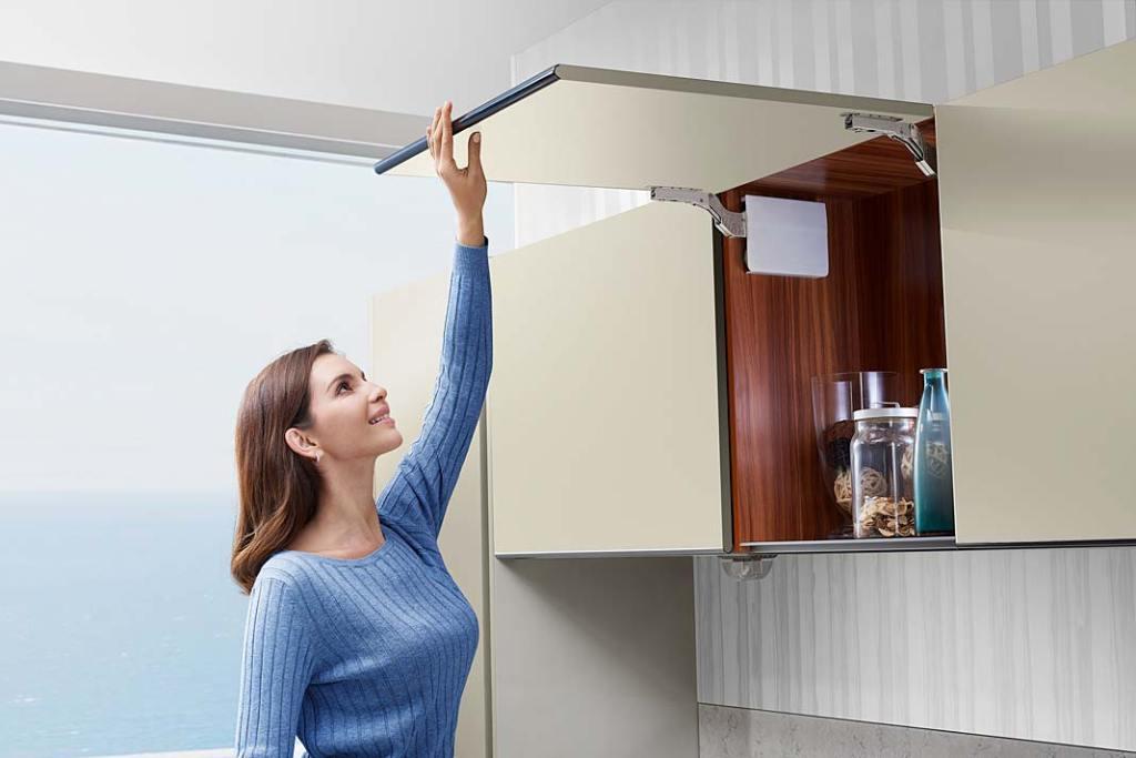 System Top Stays od Amix wspomagający otwieranie górnych szafek