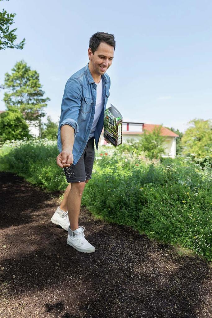 Zakładanie trawnika. Fot. Compo