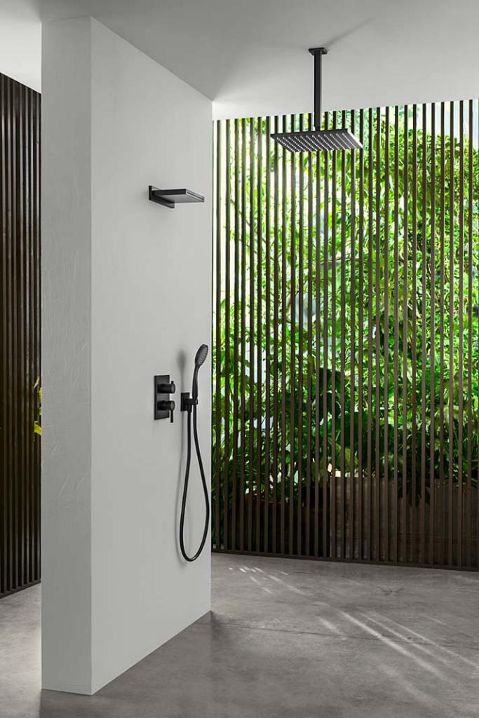 Zestaw prysznicowy zdeszczownicą ikaskadą firmy Aquatec