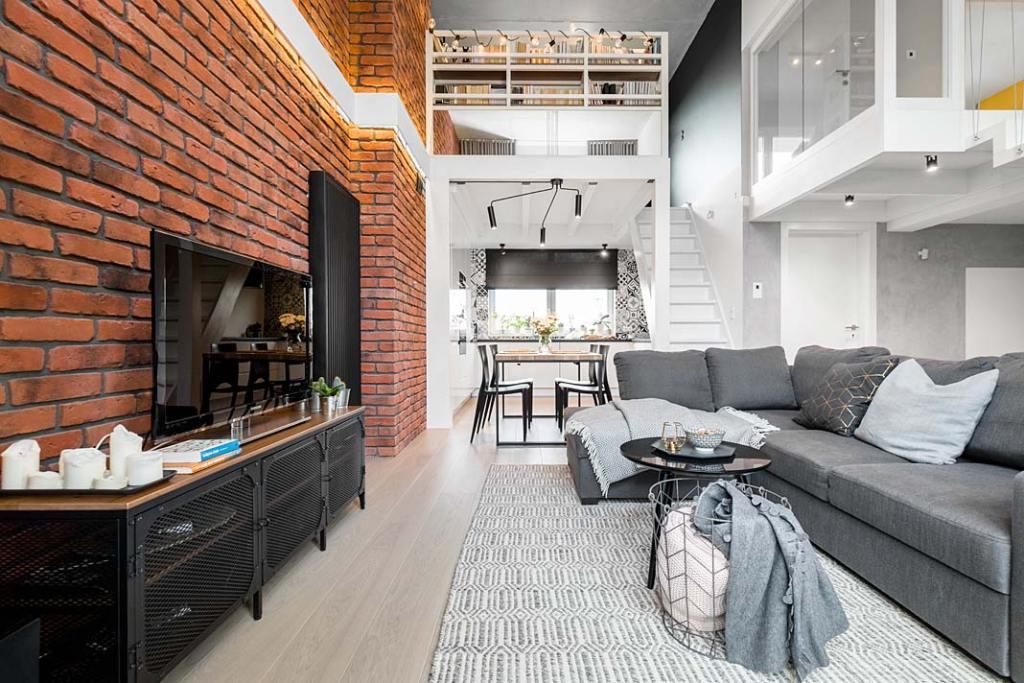 Przytulny, rodzinny apartament w stylu loft z antresolą. Projekt Monika Staniec